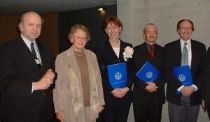 Die Preisträger von links mit Urkunde: Dr. Regina Radlbeck-Ossmann, Dr. Wolfgang Schuhmacher, Dr. Matthias Haudel